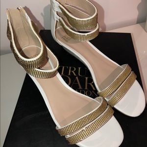 2/45$ NWOT Madonna low heels white and gold